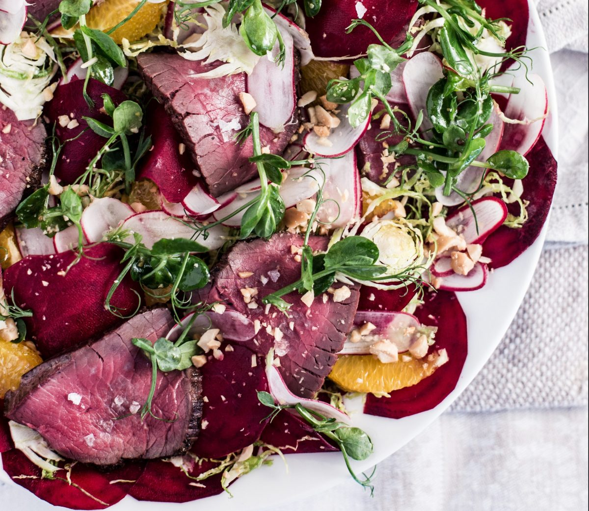 Cervena-Hirsch, Rote Beete, Orange & Haselnuss-Salat